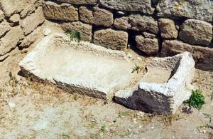 оставшаяся часть  древней ванны